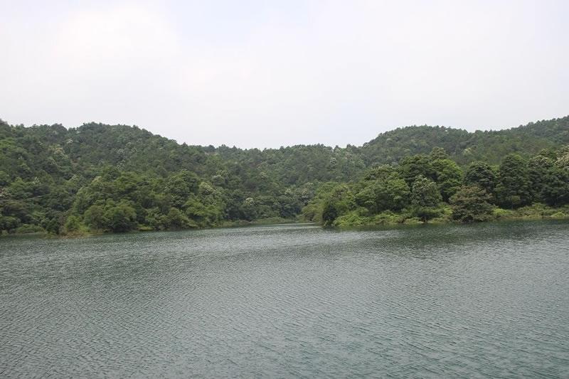 山顶天心湖